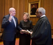 Sonny Perdue, with his wife Mary, takes the oath of office administered by Associate Justice Clarence Thomas.